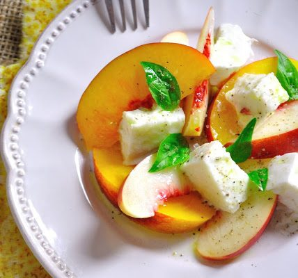 Salade de nectarines et mozzarella proposée par OfficeMed - Centre Médical Georges-Favon