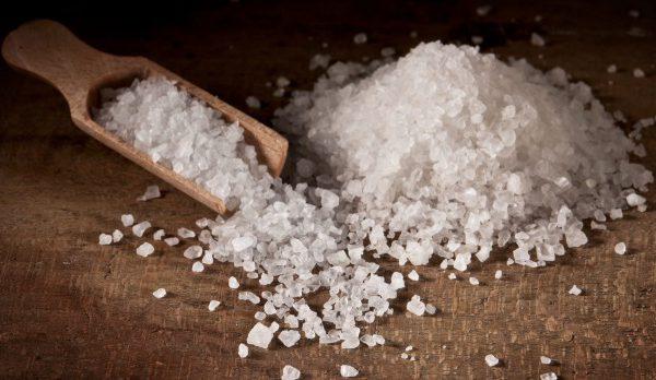 Excès de sel: quels sont les risques pour notre santé?